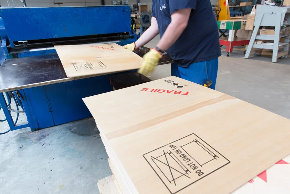 NO-NAIL BOXES: Screen printing - for highly precise printing